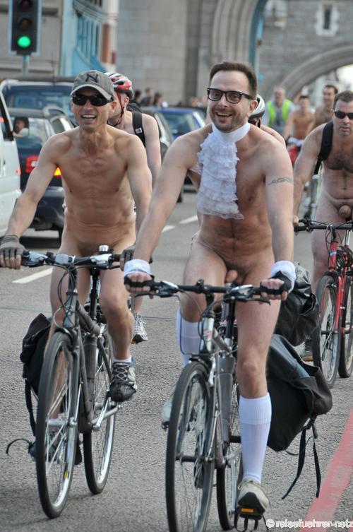 Голый Парень На Велосипеде